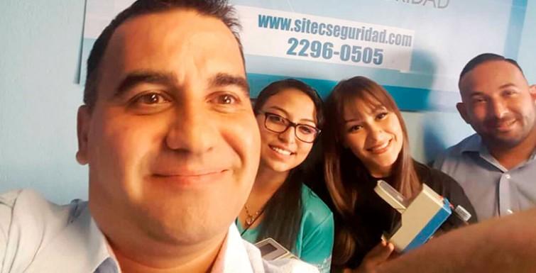 Entregando Medidores en Costa Rica